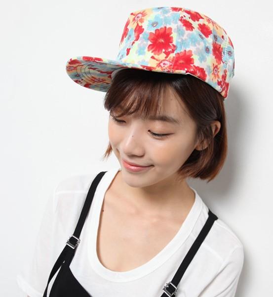 女生帽子手绘图